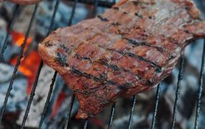 grilled-steak-1343744-m