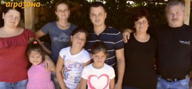 Фермерското семейство Матански позира пред камерата на Агрозона