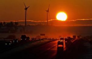 Експерт доказва: Въглеродните емисии не влияят на климата, а земеделието печели