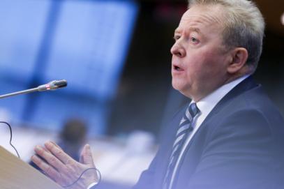 """Комисар Войчеховски: """"Земеделските стопани са изправени пред все по-голям натиск"""""""